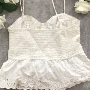 American Eagle Outfitters Tops - laser cut scalloped cute tank✨